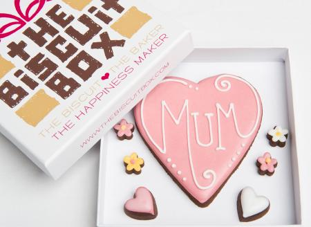 Mum heart iced biscuit cookie by The Biscuit Box